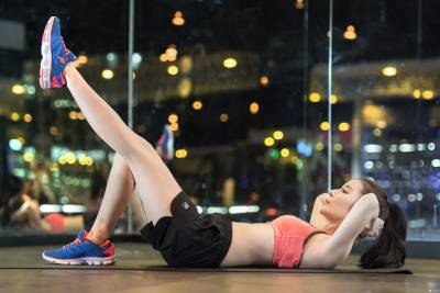 還在擔心「瘦不了」嗎?全球瘋傳的瘦身操,網美小花現身教學!