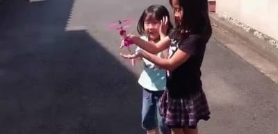 日網友給女兒買了中國山寨玩具 起飛的那一刻...它要回國了嗎?