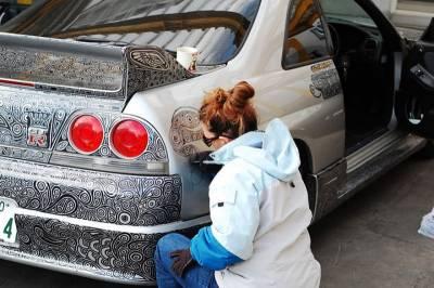 男人都愛車如命,這個男人卻讓妻子對他的跑車做了這件事…