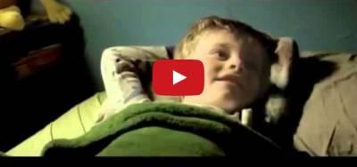 「爸爸,幫我蓋好棉被」 榮獲今年最毛骨悚然短片...