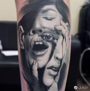 戰鬥民族性感火辣刺青師 超擬真人像刺青絕對讓你驚呼!