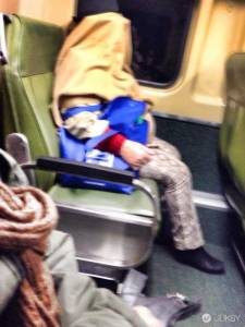 在公車看到大方露乳 公開剃頭是合理的嗎?