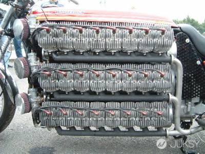 怎樣的改裝車才夠看 48 缸 4800cc 超猛 Kawasaki 機車登場!!