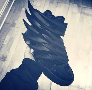 "黑暗騎士!adidas Originals by Jeremy Scott ""Dark Knight"