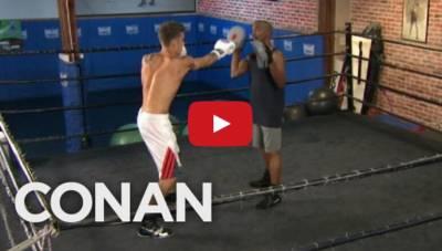 小賈斯汀練拳擊被痛扁 網友:「不可以打女生啦!」