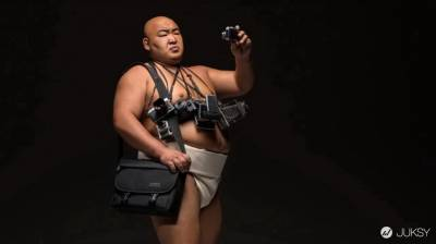 你絕對想不到相機包居然請來相撲選手代言!