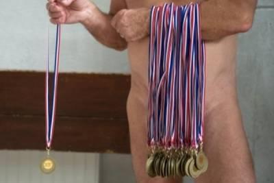 最嗨的游泳比賽!選手 觀眾規定都要裸體 18 禁慎入
