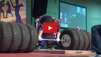大隻佬挑戰486公斤舉重 最後竟當場噴出了...