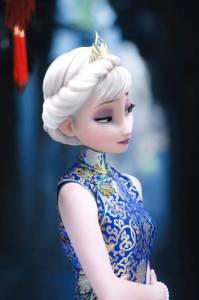當冰雪奇緣裡的Elsa和Anna穿上旗袍,簡直美的不像話啊,太漂亮了。
