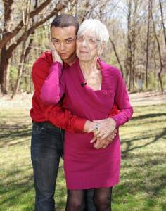 美國男子帶91歲女友與母親見面溫馨照