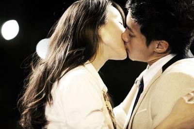 男人吻妳的方式 看出他對妳的愛 超準!!