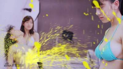 日本電影宣傳出奇招!!「要聽神明的話」電影宣傳請來泳裝少女,一晃就爆炸!!畫面驚人!