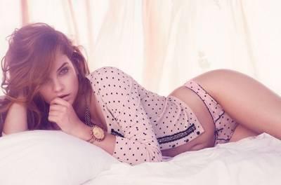 Pink is sexy!粉紅色女孩性感特輯│GQ瀟灑男人網