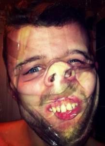 絲襪頭套再進化!FB超夯搞怪活動「透明膠帶纏臉」