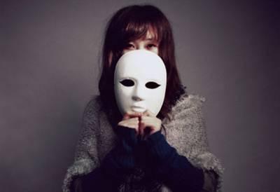 我和你做朋友,希望你摘下面具,不要跟我耍心眼,沒必要