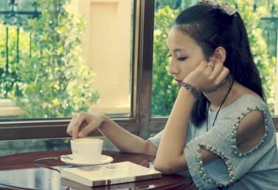 有一個人你以為她是你的永遠,但是事實卻告訴你你只是她的過客