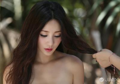 中國性感女神柳岩赴泰拍MV 白紗底下香汗淋漓
