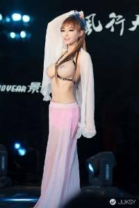 大陸車展女模潘春春 使出大絕G罩杯真空裝上陣了...