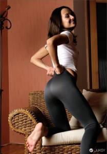 緊身運動褲臀部曲線之美