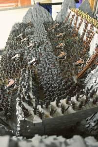 150 000塊LEGO積木,還原《魔戒》聖盔谷之戰