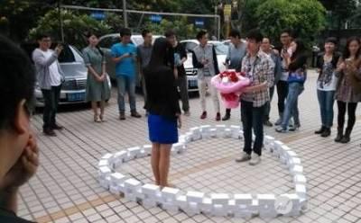 買 99 支愛瘋 6 向女生告白 男子依然慘被打槍
