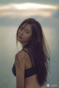 「全球第 2 美女神」 Clara 新歌 MV 展露火辣好身材