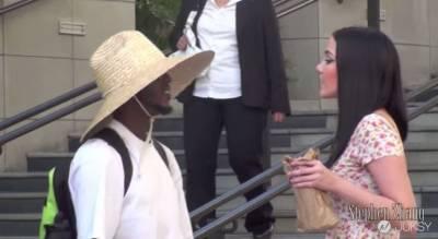醉醺醺的女孩走在街頭-看完影片後,你對人性還有信心嗎?