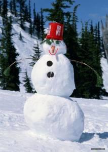 阿兵哥堆出來的雪人 就是跟一般人不一樣