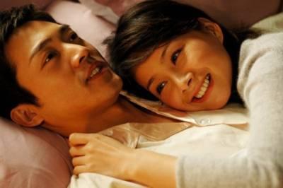 男人床上的兩個女人(男人沉默,女人流淚)