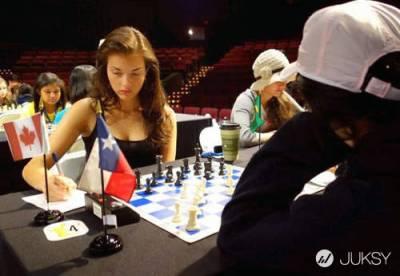 加拿大西洋棋美女 對手:「這樣你叫我如何專心?」