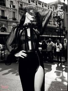 美國人氣女歌手 Lana Del Rey 性感裸身登上雜誌封面!