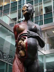 是惡搞還是藝術?意義非常不明的詭異銅像