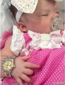 這個看起來很可愛的寶寶…竟過著你無法想像的「土豪」生活…!!!