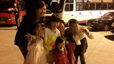 中國搖滾界年齡最小的歌手!7歲「搖滾小精靈」張晶晶四川西充粉絲見面會 吉他搖滾演唱架式十足....│漂兒娛樂