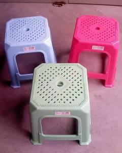不解之迷! 為什麼塑料凳子中間有個孔洞?