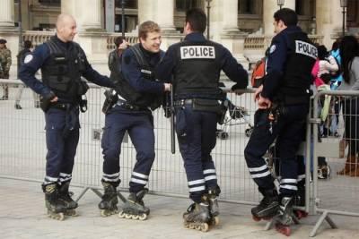 各國交通警察奇怪的「坐騎」 小鹿都出現了!