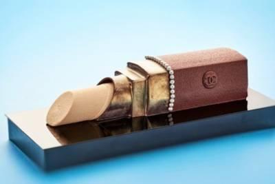 一口咬下甜蜜雙 C-老佛爺 Karl Lagerfeld 為米其林餐廳設計蛋糕