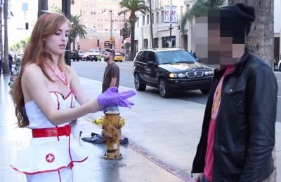 性感護士當街替您「手動」檢查私密處健康狀況 你敢嗎?