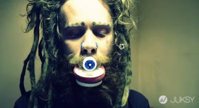 挑戰極限的藝術家...花7年達成「人體鴨嘴獸」夢想!