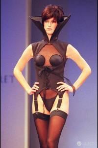 90年代的維多利亞秘密時尚秀 好復古!