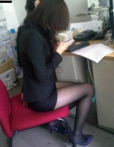 太有誘惑力!!武漢某中學禁女教師穿黑絲襪上課