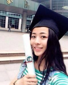 紅透全亞洲的22歲班導師,太美了學生都無法專心上課