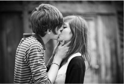 接吻時會一邊模妳臀部的是什麼男人...