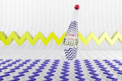 玩心未泯聖誕趣!evian® X KENZO攜手跨界玩趣 時尚幾何裂紋上身 打造2015聯名限量紀念瓶