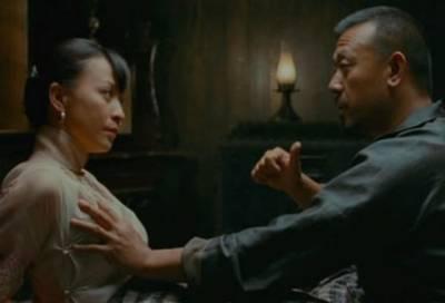 男人為什麼愛摸女人胸部~理由太精闢了!!!