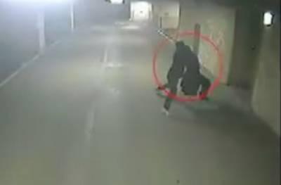 驚悚!監視器拍到正妹在停車場被人強X的身影...