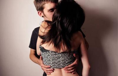 教你怎麼抱抱才能讓女友很有感覺!下次別再傻傻地亂抱一通!
