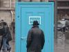 「這是任意門嗎?」 當你打開放置在街上的門時,將會發現另一個世界!