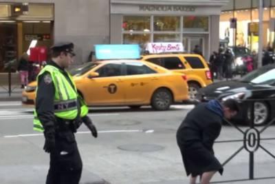 連警察都敢整 在紐約街頭自我安慰?!