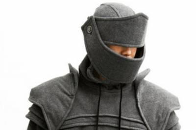 是否穿膩帽Tee 中古世紀盔甲連帽外套讓你帥到爆炸...